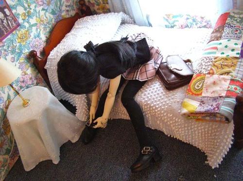 Izzy_getting_dressed_2